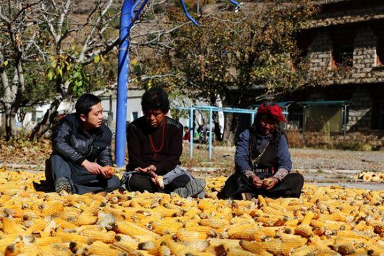 泸州援藏工作队走进甘孜