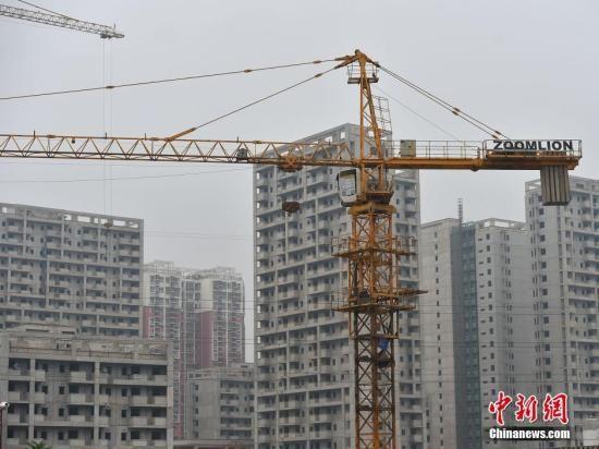 图为北京郭公庄一期正在建设中的公租房项目。 中新网记者 金硕 摄
