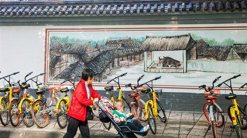 """成都锦江区将老成都记忆""""搬""""上墙。王岚摄"""