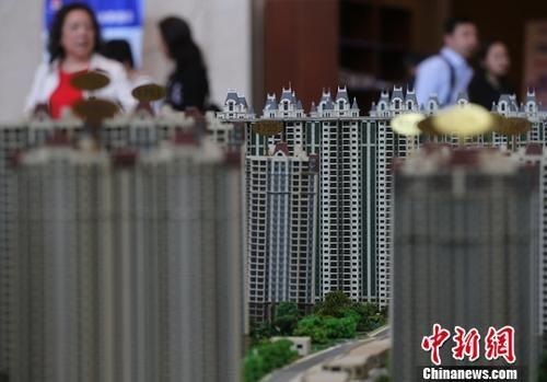 资料图:南京一家楼盘的售楼处内。 中新社记者 泱波 摄