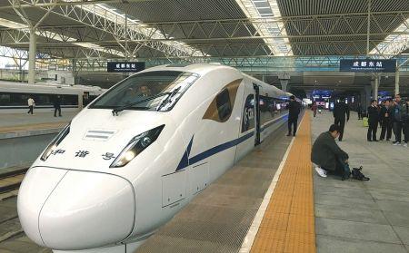 从12月29日起,从成都到西安,每天将开行33趟高铁和动车。