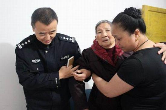 2012年自贡市户籍人口_自贡:高新户籍民警暖心为民服务获好评