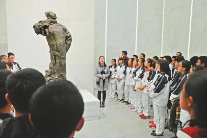 江油实验学校高中部李白主题活动。 受访者供图本报记者 余如波 整理