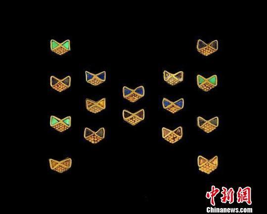 图为蝴蝶结饰品。 钟欣 摄
