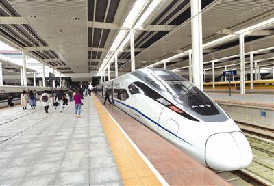 昨日中午12点过,从成都出发的G8651次动车抵达贵阳北站
