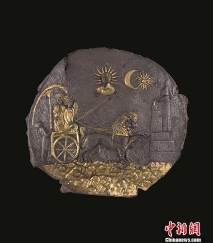 阿伊哈努姆遗址出土的神像图案饰板。岳依桐 摄