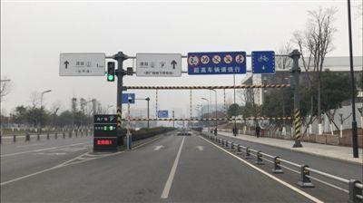成都东客站西广场停车场入口