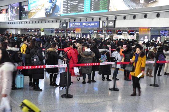 节后的春运中,成都机场一直处于高位运行状态。