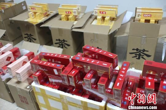 四川省烟草专卖局联合当地公安部门查获的一批假烟。(资料图) 张浪 摄