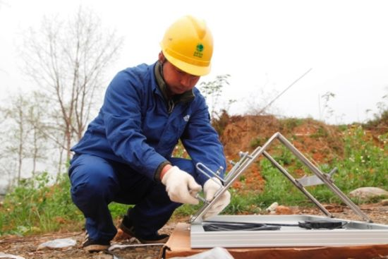 在线监测设备安装现场。 国网绵阳供电公司提供