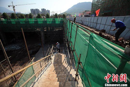 4月16日,建设中的雅安火车站。 中新社记者 王磊 摄