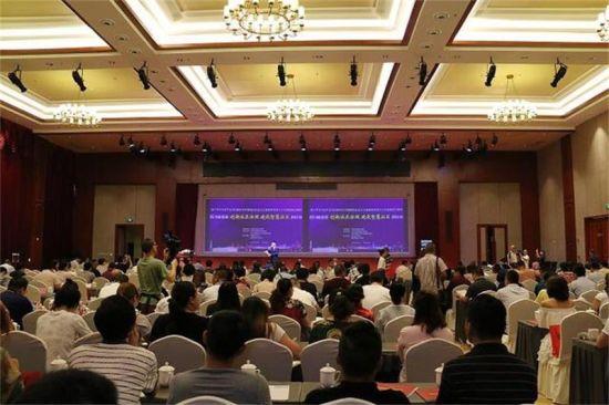 """四川首届""""创新社区治理 建设智慧社区""""研讨会在成都举行"""
