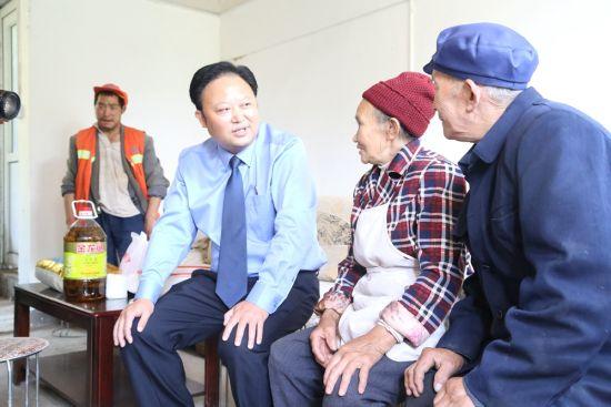 检察长刘孝勇带队走访慰问结对户