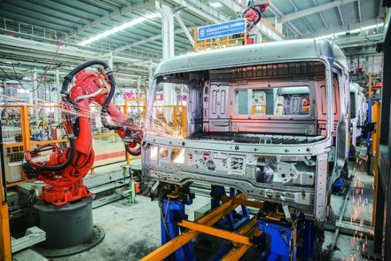 青白江忙碌的生产线。