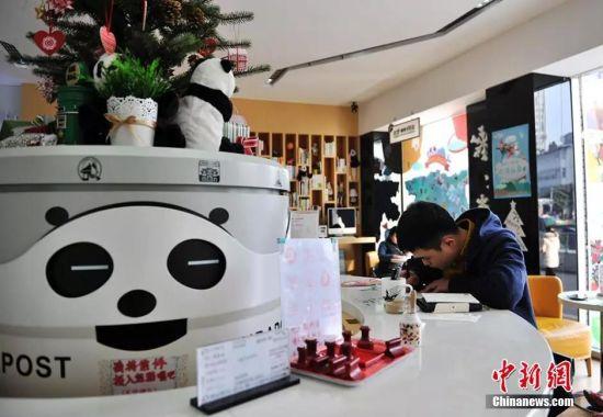 """成都""""熊猫邮局""""。安源 摄"""