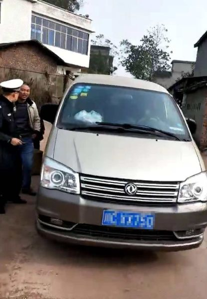 自贡市富顺县:严查面包车超员问题 确保交通安全