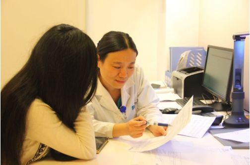 产科大夫张娇为孕妇剖析全产程镇痛的温馨与宁静。