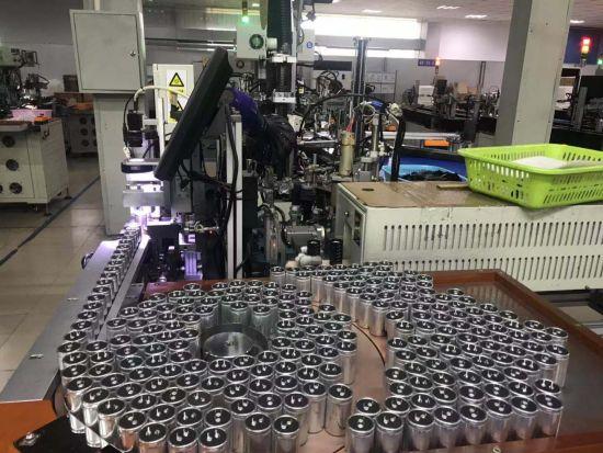 生产铝电解电容器的民营企业。刘婷 摄