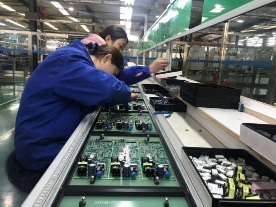 德阳某生产电子设备的民营企业。刘婷 摄