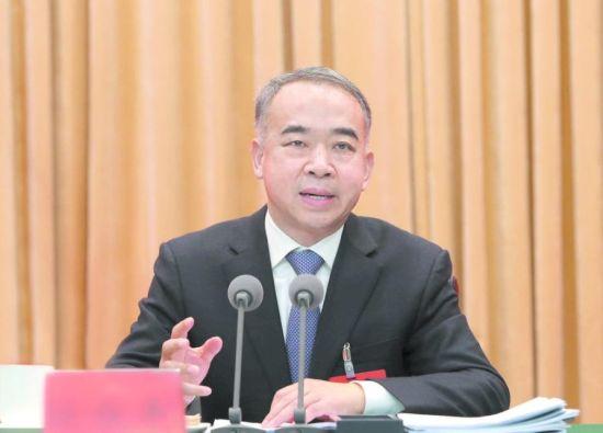 省委常委、市委书记范锐平作讲话。 本报记者 杨永赤 张全能 王若冰 摄