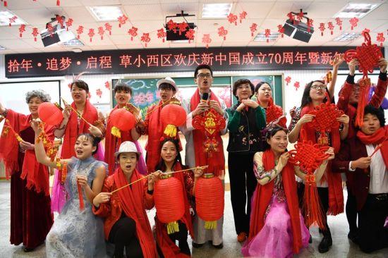 成都西区小学草堂成立新中国欢庆70周年暨新小学生男卡通图片