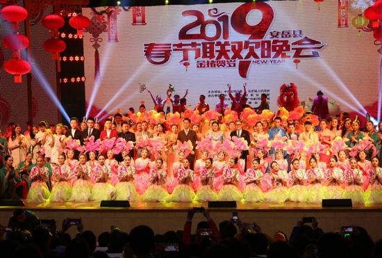 安岳举办春晚喜庆新年 多达11万人观看