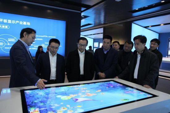 图说:成都中电熊猫8.6代液晶面板项目。钟欣 摄