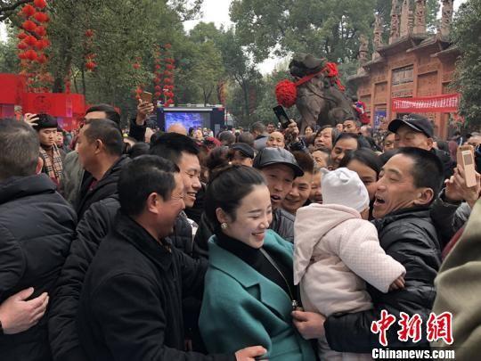 广汉四川上演大学电子30万人大戏民俗拉保美女全城科技教授激情图片