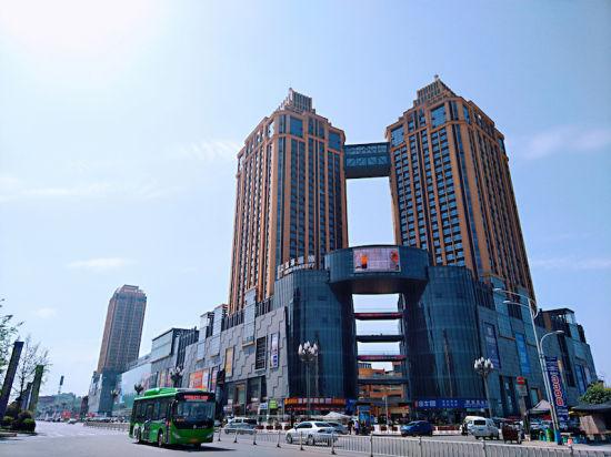 万诚国际中心正引领城南商圈崛起。 蔡有 摄