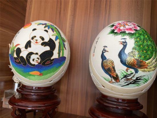 彩绘鸵鸟蛋。 杨海燕 摄