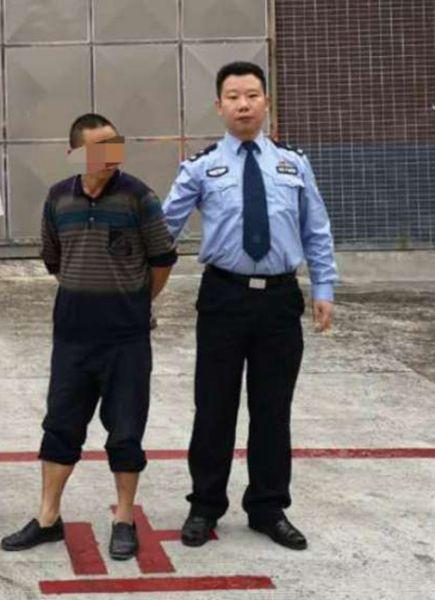 男子被拘留(雨城警方 供图)