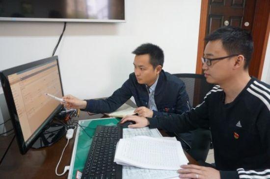 工作人员依托大数据开展监察工作。 游仙宣传部提供
