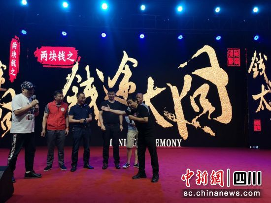 电影《两块钱》之《钱途太囧》与周星驰团队签约。
