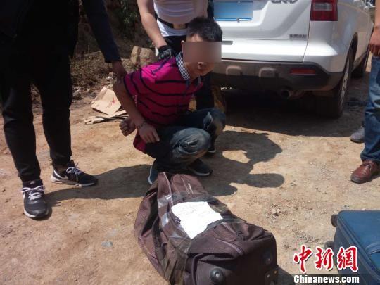 抓获犯罪嫌疑人现场。 西昌警方供图 摄