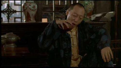 """倪大红在电影《活着》中塑造的""""龙二""""。视频截图"""