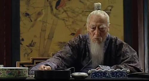 倪大红在《大明王朝1566》中塑造的严嵩形象。视频截图