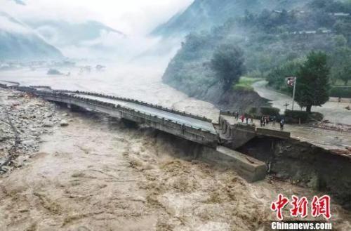 暴雨洪灾造成汶川道路损毁。澳门博彩十大网站排行自然资源厅 供图