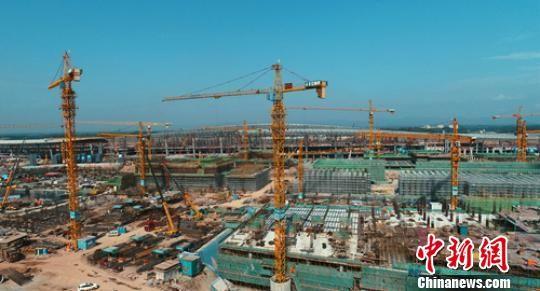 成都天府国际机场建设工地一片繁忙景象。 刘忠俊 摄