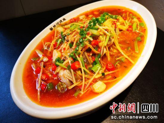 传承人做川菜。
