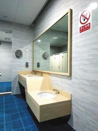 成都地铁5号线9个车站设双厕所 如厕不用再出站