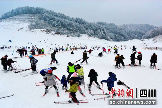 广元朝天:大力发展冰雪旅游经济助民增收—中国新闻网·四川新闻