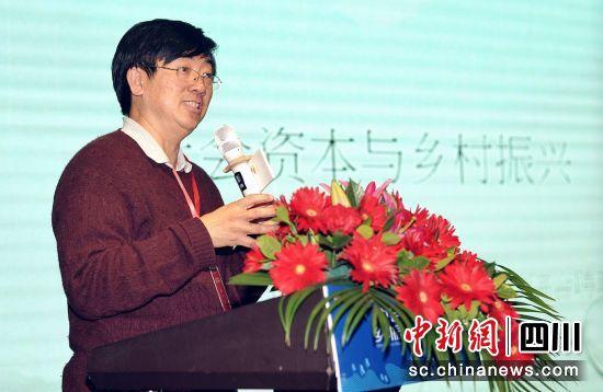 清华大学社科学院社会学系与公共管理学院合聘教授罗家德发言。钟欣摄