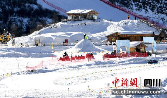 鹧鸪山自然公园滑雪场。
