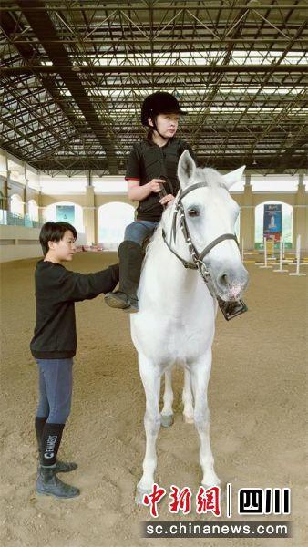 成都残疾人马术训练在温江圆满结束将与健全骑手同场竞技