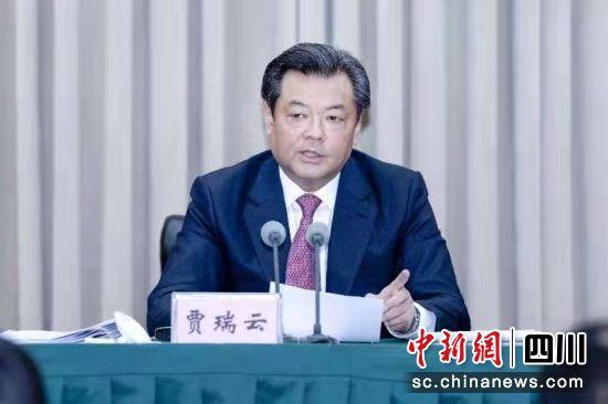 攀枝花市委书记贾瑞云在会上讲话。