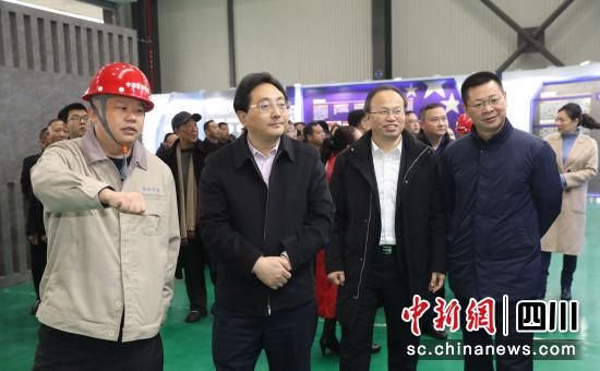 简阳市委书记赵春淦一行正在调研。谢明刚 摄
