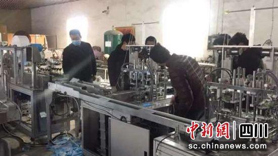 成都新都区一条日产20万只口罩的全自动生产线投产—中国新闻网·四川新闻