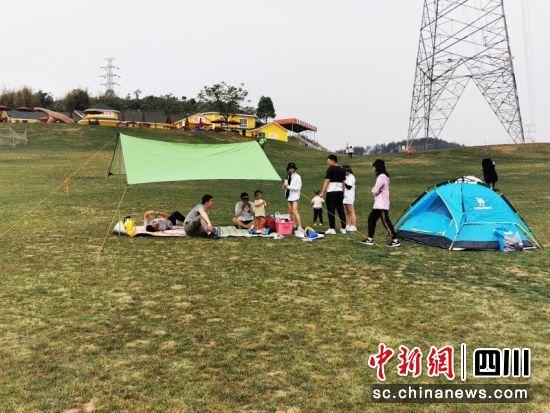 正在游玩的游客。 北川县文广旅局提供