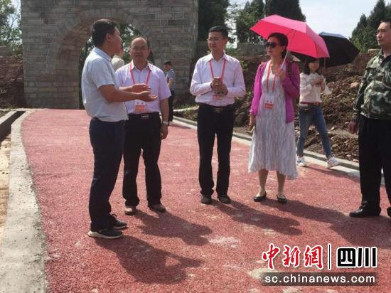 四川省专家服务团助力成渝地区双城经济圈建设走进内江活动现场。综欣 摄