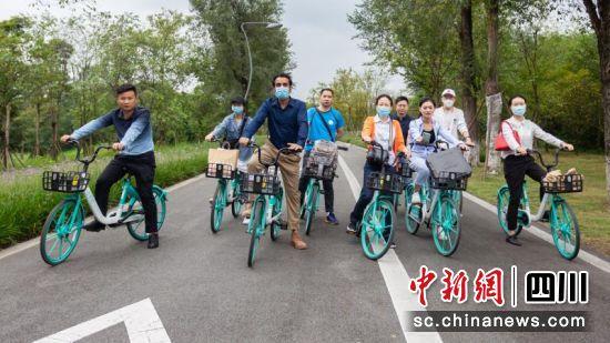 """24日。""""绿道骑行'享'成都""""活动在青龙湖湿地公园举行。 王炳林 摄"""